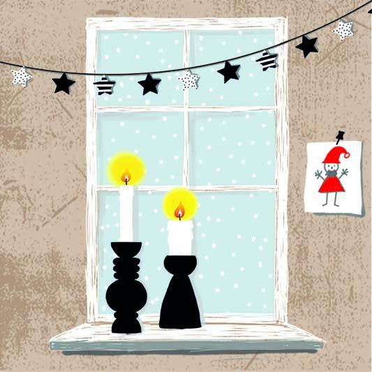 Winterfenster im Kerzenschein